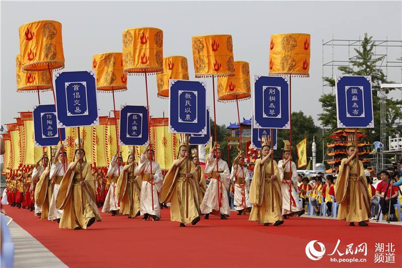 """30多个国家及地区华人华侨和56个民族代表湖北随州""""寻根拜祖"""""""